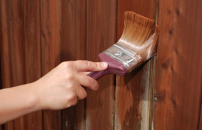 Жидкость для снятия старой краски с дерева – наиболее быстрый способ избавиться от старого лакокрасочного покрытия